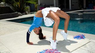 Młoda Amia Miley rucha się ze zbokiem Stevem Holmesem
