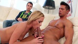 Vinna Reed organiza un trío bisexual con su pareja y con un desconocido