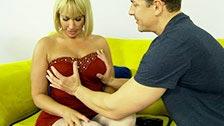 Piękna mil Mellanie Monroe zdradza swojego mężulka