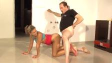 El montador de muebles jodiendo en el suelo con Rihanna Samuel