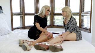 Scena lesbijskiego seksu z Niną Elle i Tarą Morgan używającymi strapona