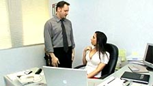 Rachel Starr baise avec son patron Alec Knight dans le bureau