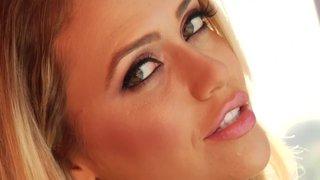 Mia Malkova recibe sexo anal por un enfermo de las enculadas