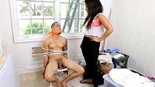 Ava Sanchez scopa con un giovane latino che è stato rapito