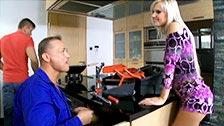 Bea Stiel avoue à son mari qu\'elle a envie d\'un plombier et d\'une double pénétration