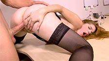 Amarna Miller e Mister Hardy fanno del sesso intenso in ufficio