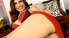 La procace bellezza esotica Mia Callista si masturba