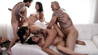 Interrassische Orgie mit Marica, Brooklyn, Cindy und Mia Rider