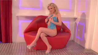 Jaqueline Teen uses a dildo and a vibrating ring to have a good time