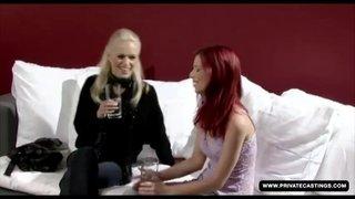 Ariel e Keana Moire brincam com as bocetinhas uma da outra
