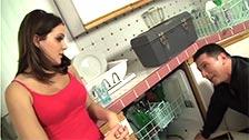 Natasha Nice transa com um trabalhador em sua própria casa