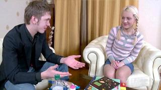 Analer Creampie mit dem jungen blonden Girl Karolina Frost