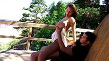 Viola Bailey echando un polvo en un pinar con su novio