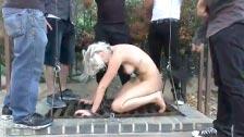 L\'esclave sexuelle Marilyn Monroe endure une partouze sadique