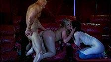 Sexo a três na primeira fila de um cinema com Alexis Texas e Stoya