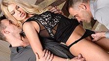Lucy Heart folla con dos hombres durante una celebración privada