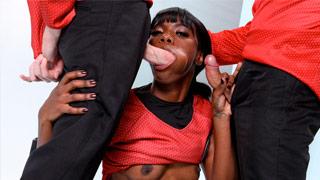 Ana Foxx interpreta a Tenente Uhura nesta versão pornô de Star Trek