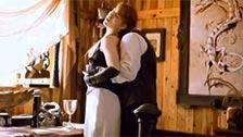 Gwen Stark é abusada por um sádico nesta cena retrô