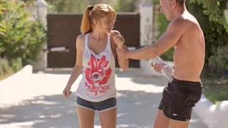Red Fox baise avec son nouveau pote après un jogging