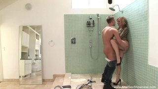 Adrianna Nicole zostaje przyłapana przez męża na ruchaniu z hydraulikiem