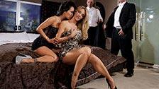 Jessica Drake et Asa Akira se font une orgie classe dans un club fétiche