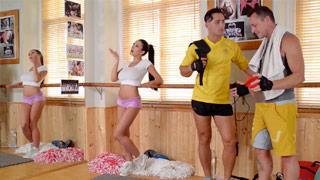 Cudowna i cycata Patty Michova w trójkącie na siłowni