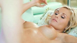 Laura Crystal dans une baise romantique avec son amant