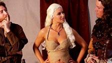 Pornoversion von Games Of Thrones, mit Anikka Albrite als Khaleesi
