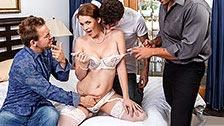 Allison Moore fickt an ihrem Hochzeitstag mit mehreren Männern