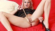 Sophia Magic joue toute seule avec ses collants ne nylon