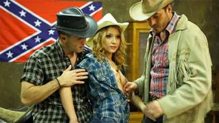Nataly Von montándose un trio con dos cowboys confederados