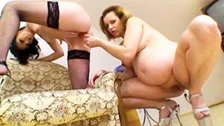 Scena lesbijskiego seksu z ciężarną