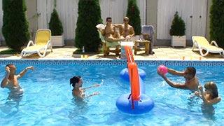 Jeux sexuels dans la piscine avec Blue Angel, Veronica et Virgine