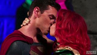 Britney Amber versucht als Maxima Superman zu verführen