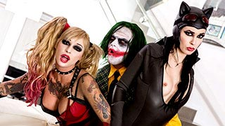 Harley Quinn e Catwoman appagano il Joker