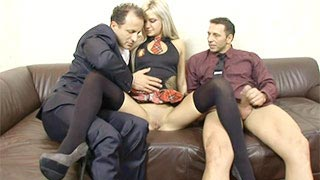 A estudante Lyanna fazendo sexo com dois professores