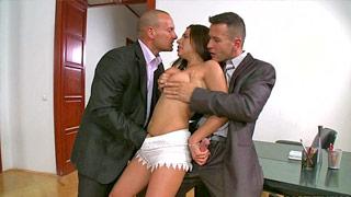 Ally Breelsen baise avec son patron et un client