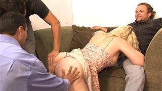 Milf amatorka zdradza swojego męża na żywo