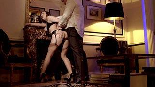 Luksusowa escort Mina Sauvage zatrudniona przez arystokratę