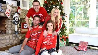 A ninfetinha Riley Mae transando com o meio-irmão no Natal