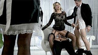 Anna Polina trompe son mari devant ses employées