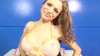 Putaria com a peituda latina Yasmine Vega