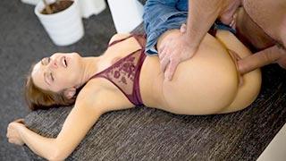 Sexo com a linda novinha Dominica Phoenix