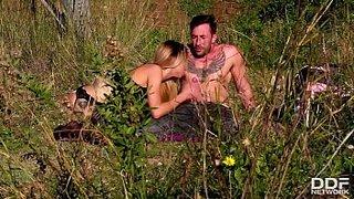 Sexo ao ar livre com a loirinha Katrin Tequila